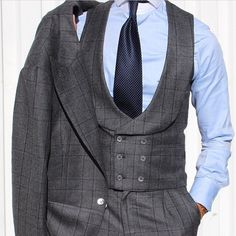 Classy and elegant three pieces suits for men (55)