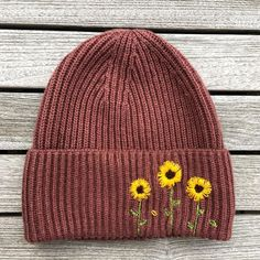 Hat embroidery Hat Embroidery, Embroidery Patterns, Crochet Vintage, Knitted Hats, Crochet Hats, Crochet Braid, Creation Couture, Embroidered Clothes, Diy Clothes Embroidery