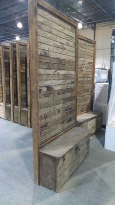 Vintage Pallet Wood Divider Wall - love the storage bench! Lounge Furniture, Pallet Furniture, Furniture Nyc, Furniture Dolly, Furniture Outlet, Cheap Furniture, Discount Furniture, Diy Pallet Projects, Wood Projects