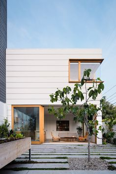A Secluded Modern Sanctuary for a Young Family in San Francisco's Mission District - Design Milk Design Diy, Architecture Design, Pavilion Architecture, Organic Architecture, Residential Architecture, Fachada Colonial, Outdoor Tub, Casas The Sims 4, San Francisco Houses