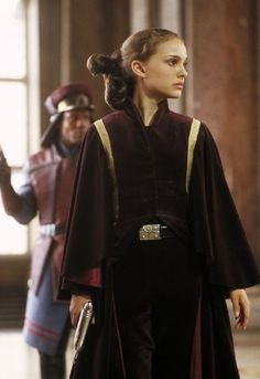 Natalie Portman in Star Wars: Episode I - The Phantom Menace. I didn't know she was in Star Wars lol Star Wars Padme, Star Wars Rebels, Star Wars I, Film Star Wars, Theme Star Wars, Amidala Star Wars, Star Wars Costumes, Movie Costumes, Period Costumes