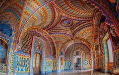 di Laura Corchia Con questo articolo vi vogliamo portare in un dei luoghi più straordinari ed incredibili del mondo: il castello di Sammezzano, sontuosa di