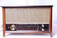 restored vintage radio 11 Today's Music on Vintage Radios for Art Deco and Mid century Aficionados