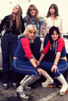 The Runaways 🍒 Sandy West, Cherie Currie, Lita Ford, Linda Ronstadt, Beautiful Female Celebrities, Exotic Women, Joan Jett, Janis Joplin, First Girl