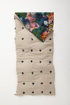 Sleeping bag with colorful and whimsical interior -- for those of you who prefer glamping. Sleeping bag with colorful and whimsical interior -- for those of you who prefer glamping. Camping Supplies, Happy Campers, Just In Case, Sewing Projects, Decoration, Smocking, Crafty, Quilts, Knitting