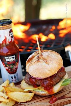 Burger V6BBQ cu cartofi wedges