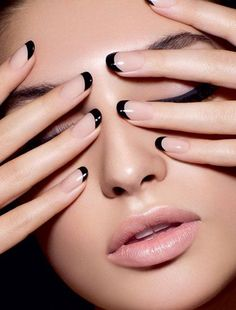 Nude nails & black tips - stylish, alternative french manicure. This is the new French nails! French Manicure Designs, French Tip Nails, French Manicures, French Polish, French Nail Art, Sns Nail Designs, Classy Nail Designs, Pedicure Designs, Black Nail Designs