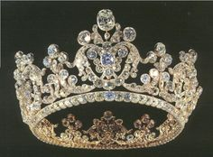 German: 1824 Riche Diadem by Heinrich August Kuhn. King Wilhelm ordered for his third wife Queen Pauline a diamond parure of four pieces. Since the widow of King Friedrich I, Queen Charlotte Mathilde still lived, there where few jewels for the consort of the reigning King. The parure consists of the diamond Riche Diadem, a diamond necklace with five hanging diamonds, two bracelets, and earrings. On Display at State Museum of Württemberg.