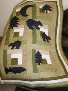 Bear Appliqued Log Cabin Quilt
