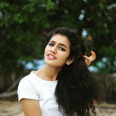 Oru Adaar Love's Beautiful Girl Priya Prakash Varrier 20 Most beautiful Unseen Photos.