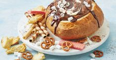 Hot-chocolate mousse cob dip Entertaining a crowd? Make it easy with this dessert cob filled with chocolate mousse, hot fudge sauce and marshmallow cream. Cob Dip, Cob Loaf Dip, Fairy Bread, Aussie Food, Berry Cheesecake, Slow Cooked Beef, Sweet Chilli Sauce, Fudge Sauce, Loaf Recipes