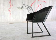 The Keep-it-Together Chair Makes for Compact Packing and Easy Building #seating trendhunter.com
