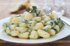 Kluski z manny Gnocchi Recipes, Pasta Recipes, Sauce Boursin, Czech Recipes, Ethnic Recipes, Easy Cooking, Cooking Recipes, Breakfast Menu, Polish Recipes