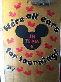 Hallway entrance with student pictures with ears on Preschool Classroom Decor, Preschool Bulletin Boards, Kindergarten Classroom, Preschool Crafts, Preschool Curriculum, Mickey Mouse Classroom, Disney Classroom, New Classroom, Classroom Setup
