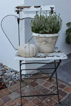 garten vintage Autumn Herbst Autumn More - Garden Cottage, Garden Art, Garden Design, Home And Garden, Balcony Chairs, Deco Champetre, Deco Floral, House Entrance, Autumn Garden