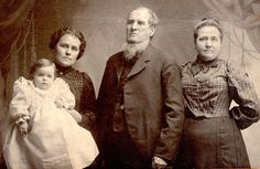 Post Mortem man in middle with his family