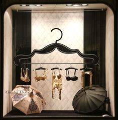 Mars 2014 Vitrine Boutique Chantal Thomass 211 Rue Saint Honoré Paris #ChantalThomass #Lingerie #Paris