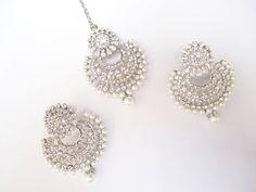 by BeautycollectionIN on Etsy Tika Jewelry, Jewelry Design Earrings, Gold Hoop Earrings, Bridal Earrings, Designer Earrings, Diamond Earrings, Tassel Earrings, Indian Jewelry Sets, Indian Jewellery Design