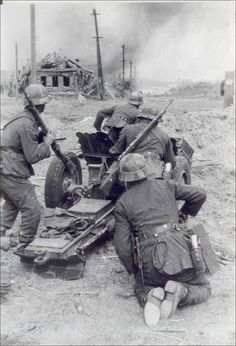 Stalingrad, Summer 1942: A German anti-tank element pushes forward against the Russian defenders. Tanks of both sides avoided the built-up areas but they engaged in fierce clashes on the periphery of the city.