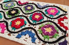 closet for crocheted napkin: سجادة كروشية اسمها السجادة المغربية.moroccan garden crocheted carpet