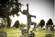 These Parents Had The Most Beautiful Tombstone Made To Honor Their Wheelchair-Bound Son.