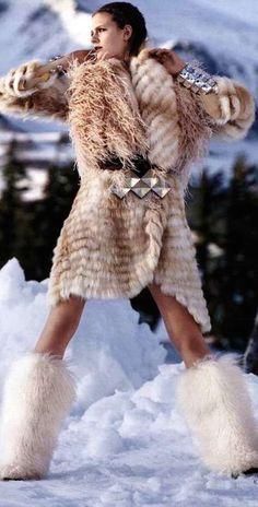 après ski. super chic! Follow LuxHERy on Pinterest for more.                                                                                                                                                     Mais