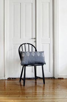 Saana ja Olli is a designer couple and an award-winning design studio from Turku, Finland. Big Yarn, Knitted Cushions, Knitting Yarn, Turku Finland, Accent Chairs, Blanket, Spring 2014, Interior, Modern
