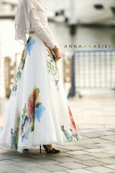 We @hijabmuseum #hijabmuseum love this look! Hijab Muslimah fashion inspiration #Hijabi #muslim #fashion #maxi skirt #floral #flowy #spring
