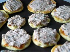 1/ Séparer le blanc du jaune d'œuf. Monter le blanc en neige avec le sel, réserver. - Recette Apéritif : Rillettes de thon à l'estragon, blinis à la ricotta par Mlle G&G