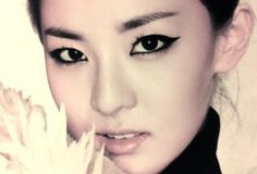 Sandara Park Is an Expressionless But Beautiful Mannequin in Recent Selcas