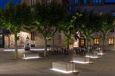 New Nightscape, lighting masterplan for the City of Avila, Spain. Park Lighting, Outdoor Lighting, Landscape Architecture Design, Light Architecture, Urban Furniture, Street Furniture, Parque Linear, Lanscape Design, Traditional Landscape