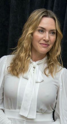 Kate Winslet showing her nipples Beautiful Celebrities, Beautiful Actresses, Gorgeous Women, Kate Winslet Images, Kate Winslate, Hally Berry, Actrices Hollywood, English Actresses, Kate Beckinsale