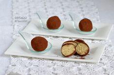 I bon bon al tiramisù sono dei dolcetti freddi golosi e facilissimi da fare. Delle palline al gusto tiramisù senza uova fresche. Ricetta senza cottura. Questi tartufini si possono preparare con i bambini e gli ingredienti si possono variare...
