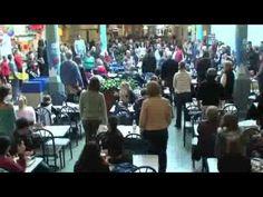Flash-Mob-Surprises-Everyone-by-Singing-Hallelujah-in-the-Food-Court