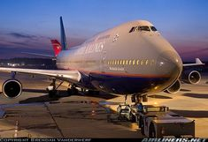 United Airlines  Boeing 747-422  (airliners.net):