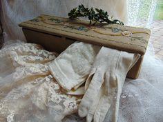 antike Handschuhe mit Handschuhschachtel