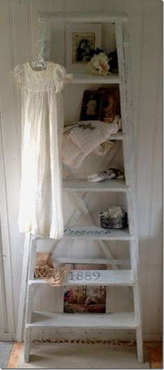 ladder display-i like the shabby white paint, and also significant paint on rungs Shabby Chic Cottage, Vintage Shabby Chic, Shabby Chic Homes, Shabby Chic Style, Shabby Chic Decor, Cottage Style, Vintage Decor, White Cottage, Ladder Display