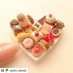 #Repost @ayako_takeda with @repostapp ・・・ #プチガトー #ケーキ#ミニチュア#ドールハウス#ミニチュアフード#ミニチュアスイーツ#クレイクラフト#粘土#miniature#miniaturefood#petitgateau#clayart#instafood