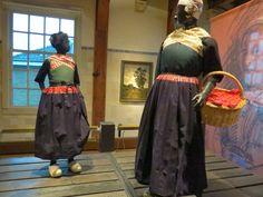 Never too old to learn: Hollandse klederdracht in het Zuiderzee Museum in Enkhuizen #Gelderland #Veluwe