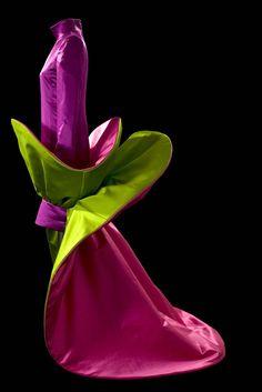 Roberto Capucci ca. Fashion History, Fashion Art, Vintage Fashion, Vintage Couture, Vintage Style, High Fashion, Italian Fashion Designers, Fairy Dress, Period Costumes
