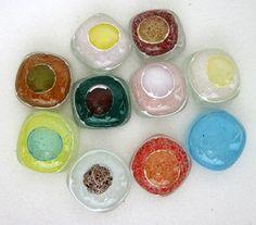 Pedras de vidro utilizadas para confecção de Mosaicos ,Bijuterias e/ou outras aplicações decorativas/ artesanais Pacotes com 10 pçs SORTIDAS R$ 6,90