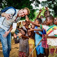 Vanavond is het EINDELIJK zo ver! 3FM Serious Request 2016 gaat van start! DJ @wijnand3fm was onlangs in Ivoorkust voor #sr16. Hij zag welke gevolgen de ziekte longontsteking heeft voor kinderen en hun ouders. Wijnand maakte in dit land reportages die je deze week kan horen en zien op radio en tv. © NPO 3FM/ Sacha de Boer