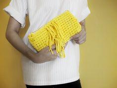 Fait à la main lumineux jaune frange au par FaithInMonJean sur Etsy