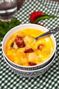 SUPA NEMTEASCA DE CARTOFI CU CARNATI | Diva in bucatarie Supper Recipes, Soup Recipes, Cooking Recipes, Healthy Recipes, Good Food, Yummy Food, Romanian Food, Romanian Recipes, Christmas Cooking