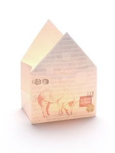 Schwein gehabt und bekommen, wem diese Windlicht Tüte mit Glücksschwein als Geschenk zuteil wird! Strahl wunderbar warm, ist ausgefallen und dekorativ. Tolle Deko für drinnen und draußen!