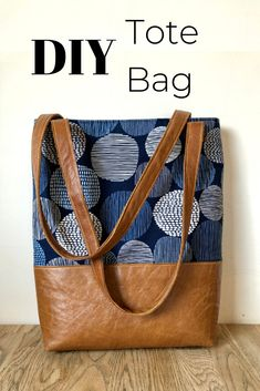 Learn how easy it is to sew up a DIY tote bag, This simple lined tote bag pattern includes slip pockets and a zipper pocket . Click through to read more, leather tote bag tutorial bag pattern DIY tote bag with tablet pocket Sacs Tote Bags, Denim Tote Bags, Diy Tote Bag, Tote Purse, Quilted Tote Bags, Sew A Bag, Diy Leather Tote Bag, Bags To Sew, Camo Purse