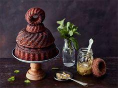 Kahvipöydän suklaakakku saa nyt makua mintusta.  Kakun voi myös päällystää mintun säväyttämällä mantelikuorrutuksella.