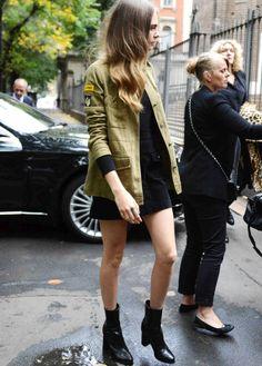 Veste militaire + jupe trapèze noire = le bon mix