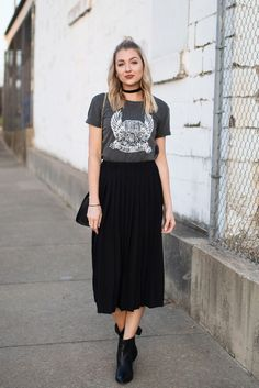 Ideas Fashion Style Edgy Rockers Tees For 2019 Ideas Fashion Style Edgy Rockers Tees For can find Rocker style an. Neue Outfits, Style Outfits, Rock Outfits, Skirt Outfits, Fashion Outfits, Fashion Ideas, Maxi Dresses, Black Pleated Skirt Outfit, Fashion Boots