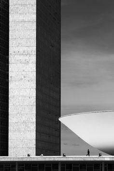 Oscar Niemeyer detrás del lente de Haruo Mikami,Congresso Nacional. Imagen © Haruo Mikami